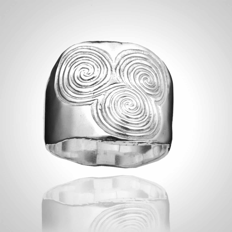 Heavy triple spiral ring